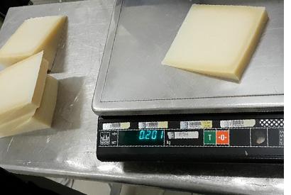 Нарезка сыра на порции фиксированного веса