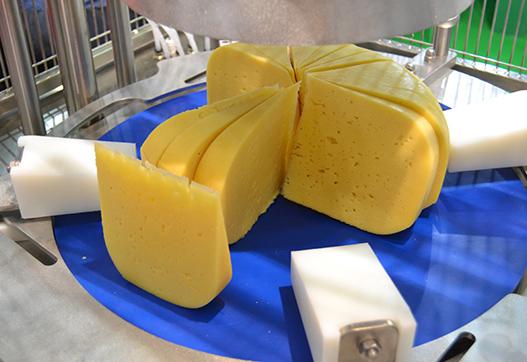 Нарезка 3 тонн сыра в сутки на порции фиксированного веса