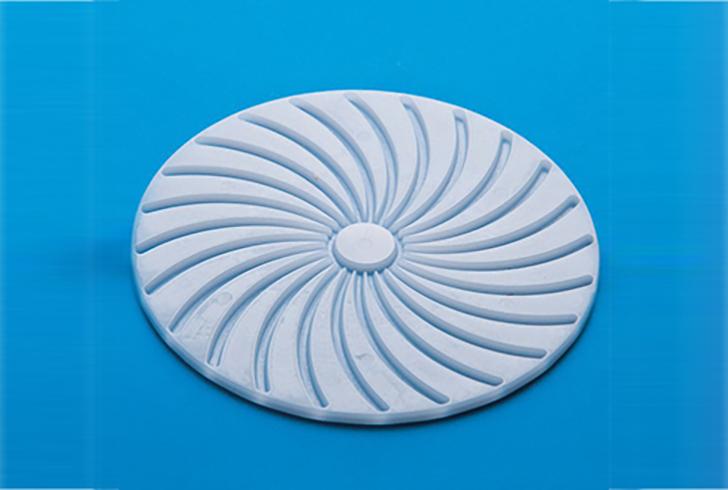 Прессующий диск для сыра с каналами для отвода сыворотки