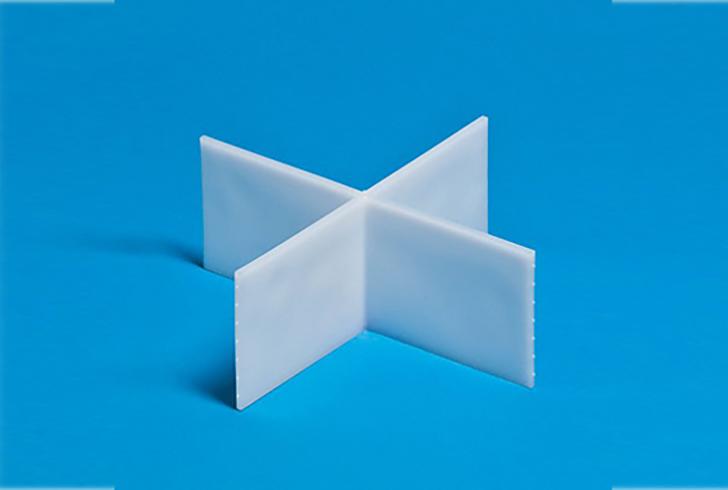 Пластиковый разделитель для формы