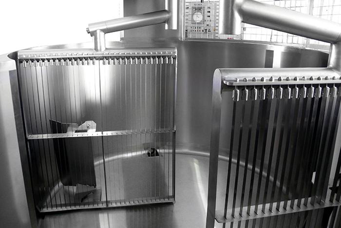 Устройство лир в вертикальном сыроизготовителе закрытого типа