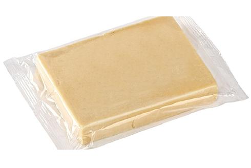 Упаковка сыра во флоу пак