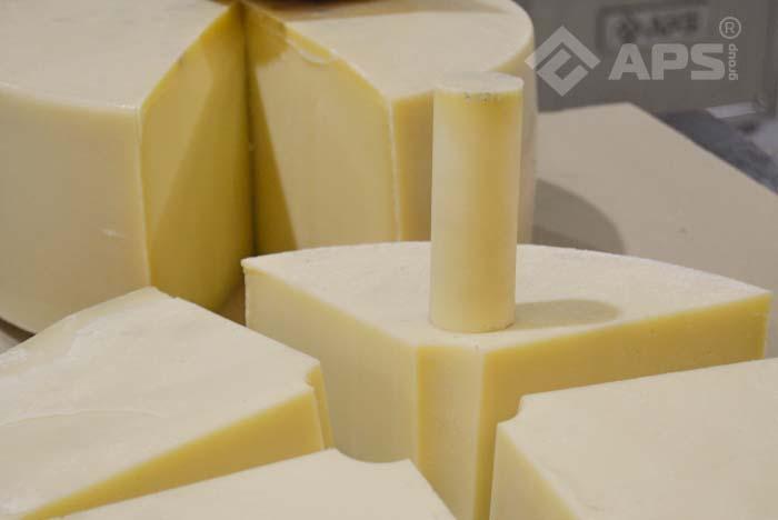 Нарезка сыра с вырезкой сердцевины