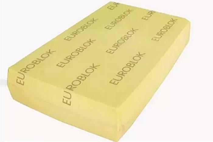 Нарезка евроблока сыра на порции