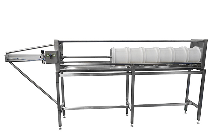Horizontal press for a small cheese factory