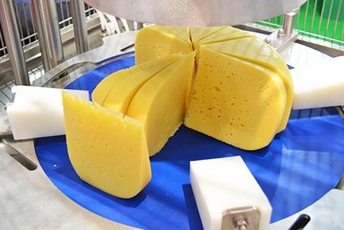 Порционная нарезка круглого полутвердого и твердого сыра