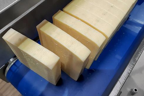 Порционная нарезка брускового полутвердого и твердого сыров
