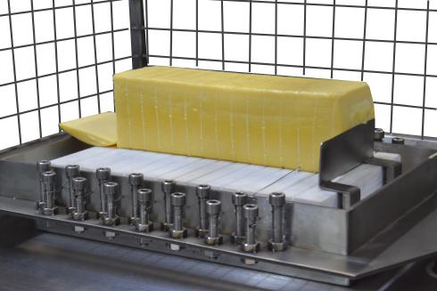 Сыр на струнной сырорезке