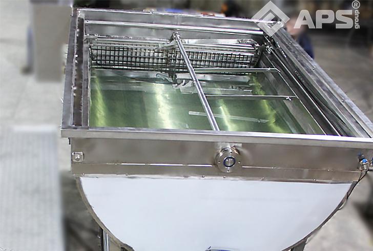 Режуще-вымешивающий механизм сыродельной ванны