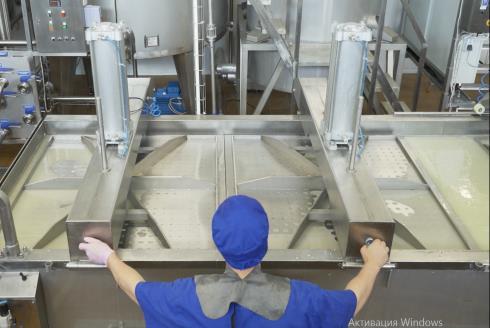 Оборудование для сыра: горизонтальный формовочный аппарат