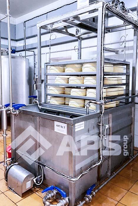 Посолка сыра в солильном бассейне