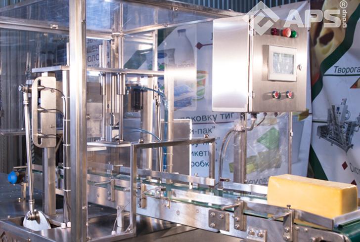 Конвейер машины нарезки сыра на порции фиксированного веса